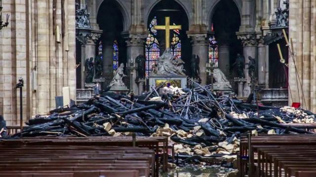 Paris | Procesiune religioasă cu mii de oameni, la o zi după incendiul de la Catedrala Notre-Dame