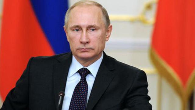 Vladimir Putin simplifică procedura de acordare a cetăţeniei ruse locuitorilor din estul Ucrainei