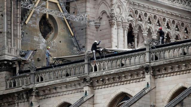 Compania care a montat schela la catedrala Notre-Dame admite că unii dintre muncitori au încălcat interdicția de a fuma