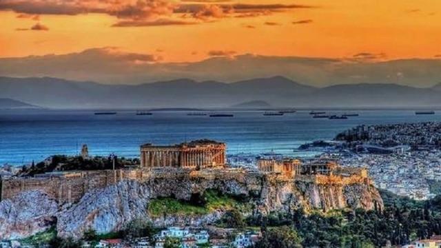 Patru persoane au fost rănite de un fulger în centrul Atenei, pe Acropole