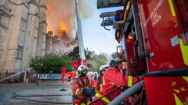 Mobilizare fără precedent. Miliardarii francezi au deblocat deja 300 de milioane de euro pentru restaurarea Notre Dame