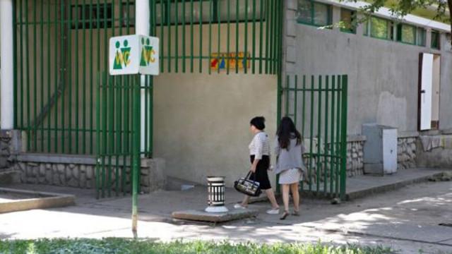 Toaletele publice din parcuri vor fi demolate. Se vor construi altele noi, adaptate oamenilor cu dizabilități