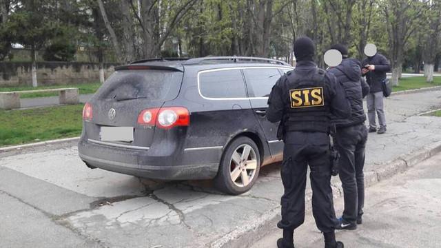 VIDEO | Grupări criminale din care făceau parte și funcționari publici, destructurate de SIS și PCCOCS. Au fost reținute 18 persoane
