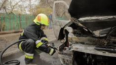 Poliţia a deschis dosare penale în cazul maşinilor care au ars în Chișinău, după ce au examinat imaginile video