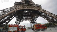UPDATE | Turnul Eiffel, evacuat din cauza unei persoane care a încercat să escaladeze edificiul