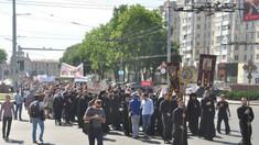 """Mitropolia Moldovei a desfășurat un """"marș al tăcerii"""" prin Chișinău, în susținerea familiei tradiționale"""