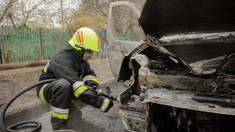 Pompierii au stins mai multe autoturisme cuprinse de flăcări