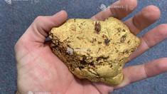 Un australian a găsit o pepită de aur cu greutatea de 1,4 kilograme, estimată la 100.000 de dolari