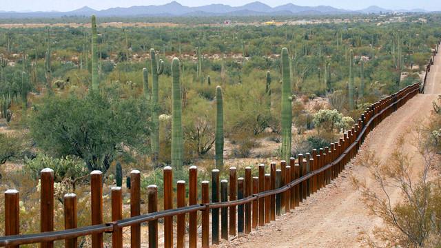 Pentagonul a acordat un contract în valoare de 646 milioane de dolari pentru construirea unui zid la graniţă în Arizona