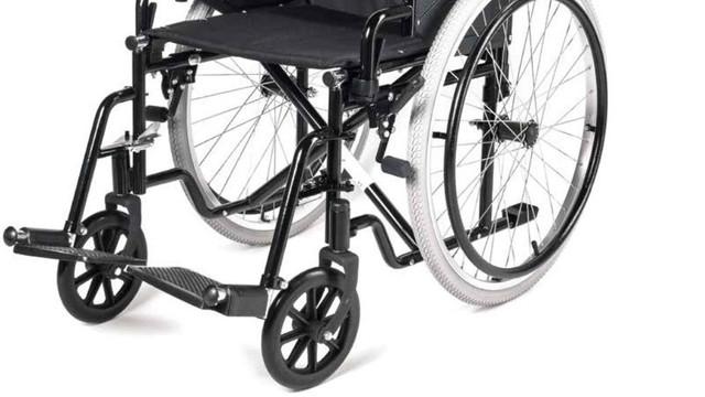 1050 de persoane cu dizabilități ale aparatului locomotor au primit cărucioare noi
