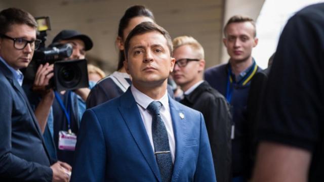 SONDAJ în Ucraina | Câte voturi ar acumula partidul lui Zelenski în cazul unor anticipate