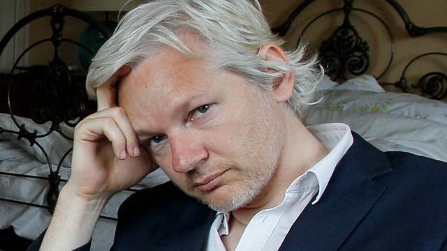 Obiectele personale ale lui Julian Assange, predate americanilor de către autorităţile ecuadoriene