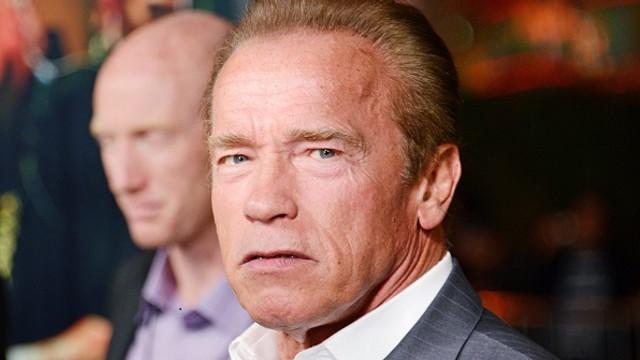 Arnold Schwarzenegger acuză companiile petroliere şi producătorii auto că au ales să mintă cu privire la efectele poluării