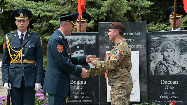 Placă dezvelită la Flămânzeni, în memoria lui Grigore Baștan, primul general parașutist din Armata Română