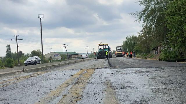 Cât s-a reparat din drumul Chișinău-Ungheni-Sculeni și de ce companiile care efectuează lucrările plătesc penalități