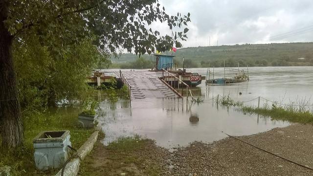 """A crescut nivelului apei în râul Nistru. Posturile vamale """"Cosăuți"""" și """"Soroca"""" și-au sistat temporar activitatea"""