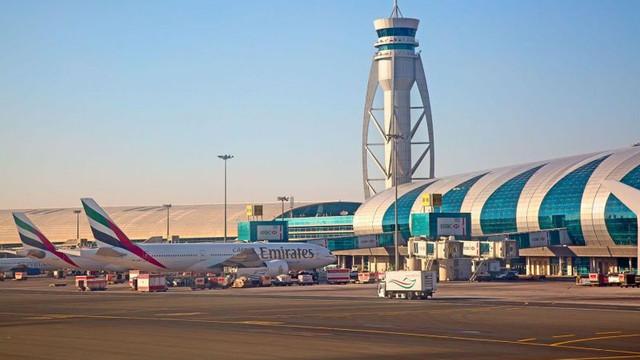 Un avion s-a prăbuşit lângă principalul aeroport din Dubai