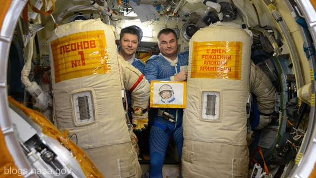 Doi cosmonauți ruși au ieșit pe orbită pentru a curăța hublourile Stației Spațiale Internaționale