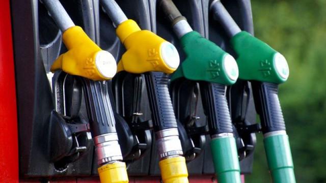 Benzina și motorina s-au scumpit cu aproximativ un leu în ultimele zile. Ce spun experții