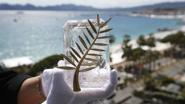 """""""Parazitul"""", regizat de cineastul sud-coreean Bong Joon-Ho, a câștigat trofeul Palme d""""Or la Cannes"""