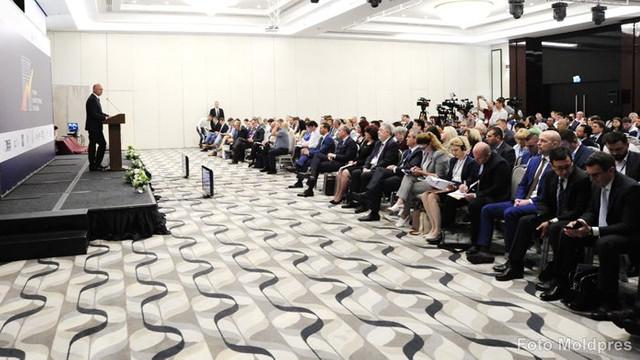 Oameni de afaceri din 10 țări participă la primul Forum Investițional din Chișinău