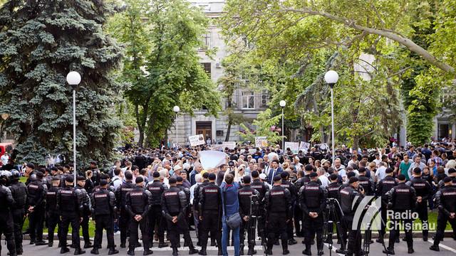 GALERIE FOTO   Protestul și contraprotestul din centrul Capitalei în imagini