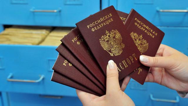 Locuitorii din estul separatist al Ucrainei care obţin paşapoarte ruseşti ar putea fi privaţi de cetăţeania ucraineană