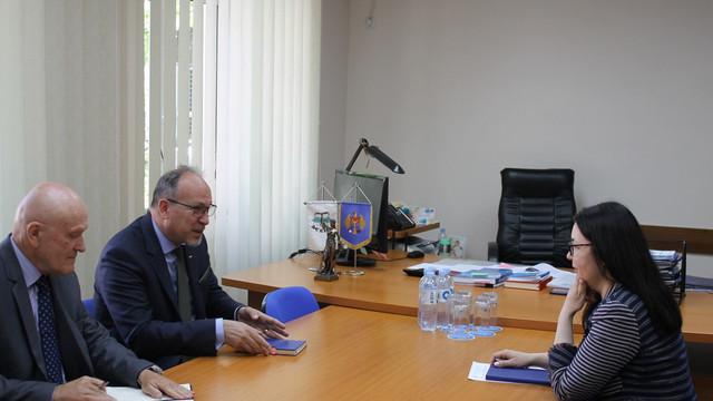Președinta CEC a discutat cu Ambasadorul României la Chișinău despre desfășurarea alegerilor europarlamentare în R. Moldova