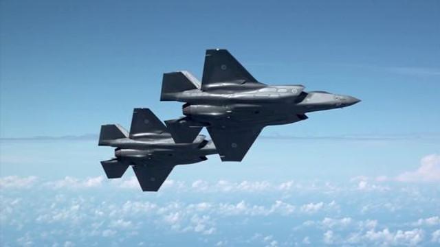 Unul dintre cele mai avansate avioane de luptă din lume, avariat de o banală pasăre/ Pagubele ajung la milioane de dolari