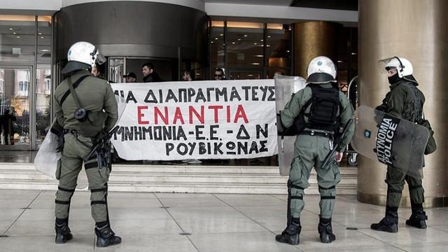 Anarhiști au aruncat cu vopsea asupra reședinței ambasadorului american în Grecia