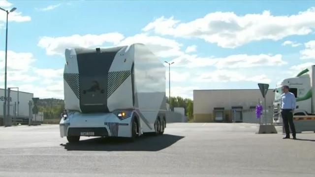 Premieră mondială | Primul camion electric autonom din lume a început să livreze marfă