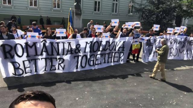 Unirea R. Moldova cu România, cerută în cadrul unui protest la Summitul de la Sibiu