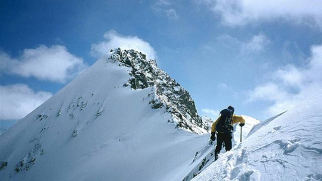 Alpinistul care a cucerit de 23 de ori Everestul, depăşindu-şi astfel propriul record