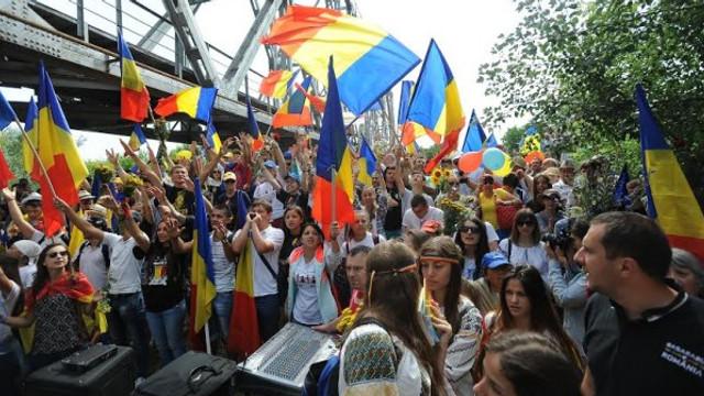 29 de ani de la primul Pod de Flori - momentul în care între România și Republica Moldova nu a mai existat graniță