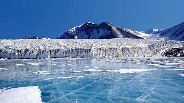 STUDIU | Calota glaciară din vestul Antarcticii se topește mai repede decât se estima