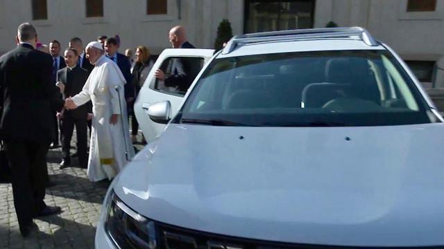 GALARIE FOTO | Automobilul special cu care Papa Francisc se va deplasa în cadrul vizitei în România a fost fabricat la Uzinele Dacia