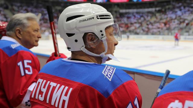 VIDEO   Putin vrea să arate că încă mai poate: 8 goluri într-un meci demonstrativ de hochei și o căzătură în fața spectatorilor