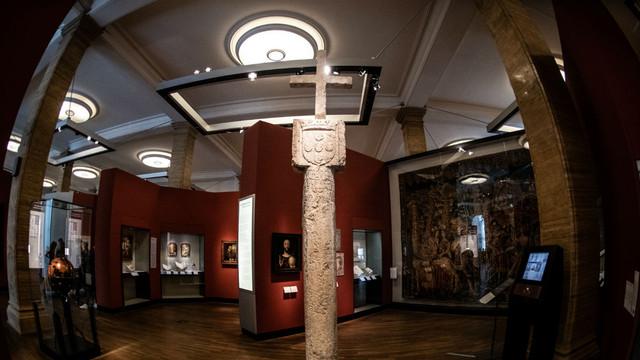 Un muzeu din Germania a anunţat că va returna Namibiei o cruce de piatră din secolul al XV-lea