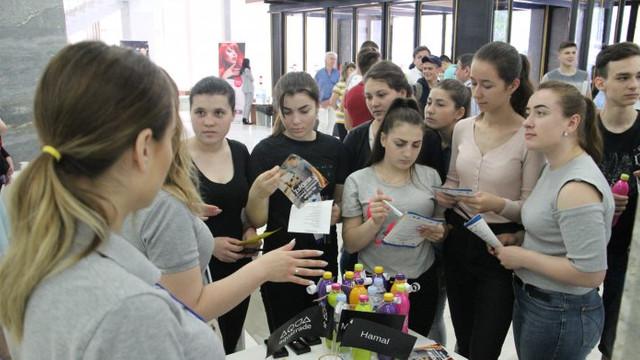 Peste 2000 de posturi vacante au fost expuse la un târg al locurilor de muncă pentru tineret