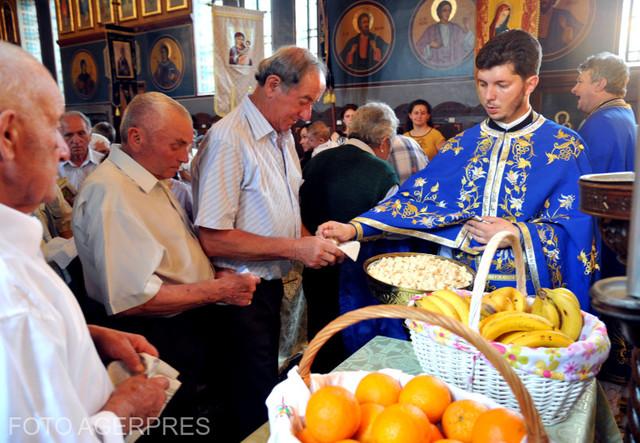 DOCUMENTAR | Creştinii ortodocşi şi greco-catolici sărbătoresc Rusaliile – Cincizecimea sau Pogorârarea Sfântului Duh