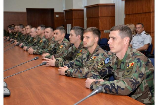 Militarii din contingentul KFOR-10, care s-a aflat în Kosovo, au fost decoraţi de ministrul Apărării