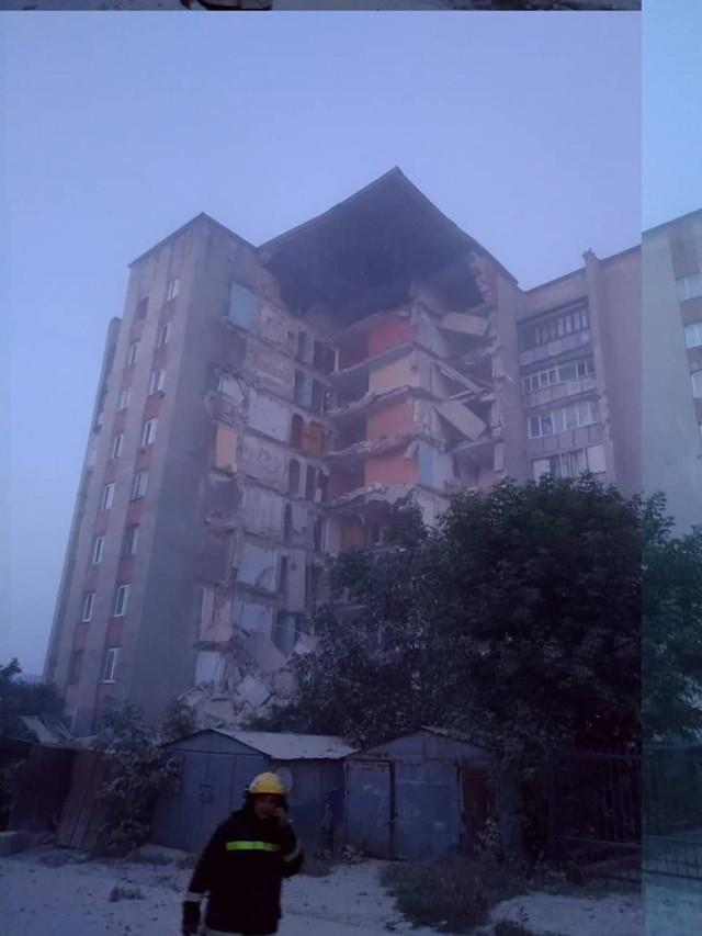 VIDEO | Un bloc de locuit cu 9 etaje s-a prăbușit în orașul Otaci. Pompierii și salvatorii au evacuat locatarii