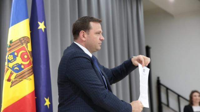 Andrei Năstase a semnat un denunţ: Cere tragerea la răspundere a judecătorilor CC şi ridicarea imunităţii parlamentare a lui Plahotniuc