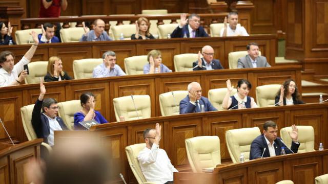 Blocul ACUM și PDM rămân pe aceleași poziții în raport cu ultimele decizii politice adoptate de Parlament în ultimele zile