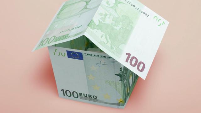 Aproape 500.000 de moldoveni s-au împrumutat de la instituții nebancare în acest an. La cine au ajuns cei mai mulți bani