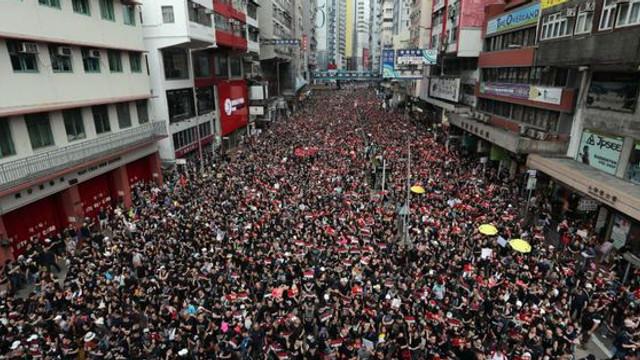 Aeroportul din Hong Kong a anunţat că a obținut ordin de interdicție împotriva protestatarilor