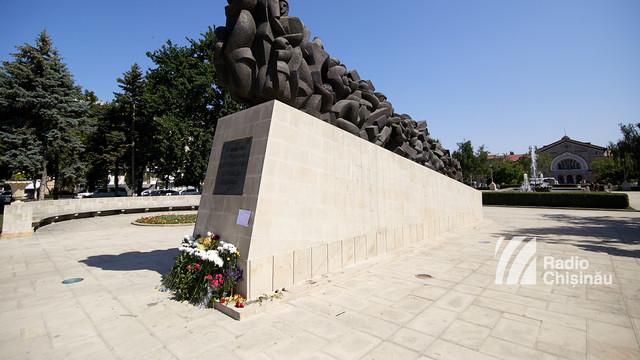 """Deportările staliniste din iunie 1941, rememorate la Monumentul """"Trenul durerii"""". """"Un soldat rus i-a dat cu patul armei pe spinare, i-a luat copilul și l-a aruncat în vagon"""""""