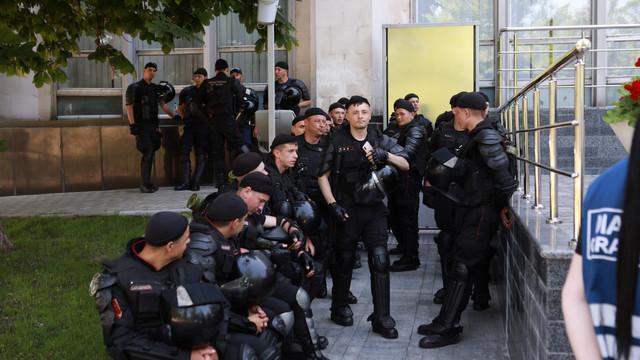 GALERIE FOTO   Sediul Guvernului, înconjurat de reprezentanți ai forțelor de ordine
