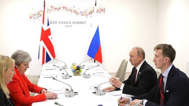 Theresa May i-a spus răspicat lui Vladimir Putin că Londra deține dovezi incontestabile împotriva GRU
