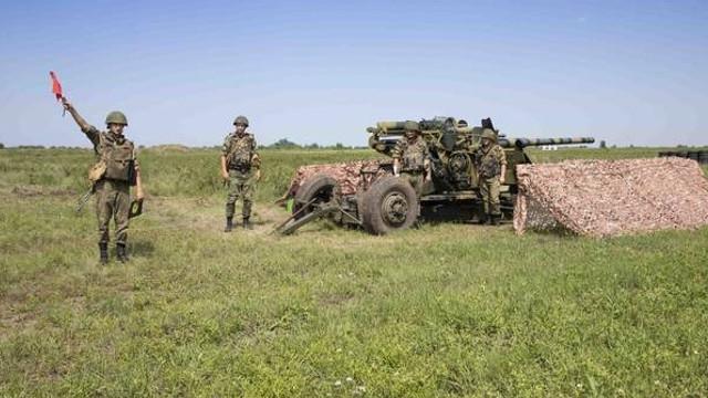 FOTO | Exerciții militare în Transnistria, cu utilizarea blindatelor, tancurilor șiaа sistemelor de artilerie